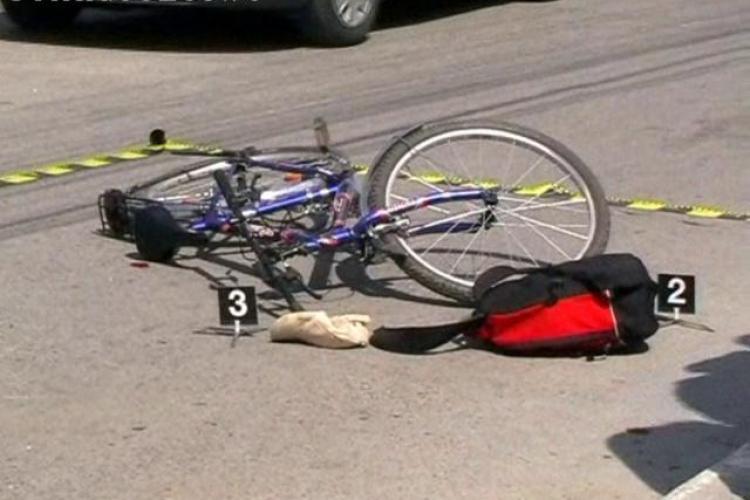 Biciclist ranit grav pe Aleea Baisoara