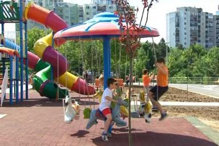 Parc in Manastur, pe strada Mehedinti! Este prima zona amenajata dupa Revolutie VEZI cum arata VIDEO