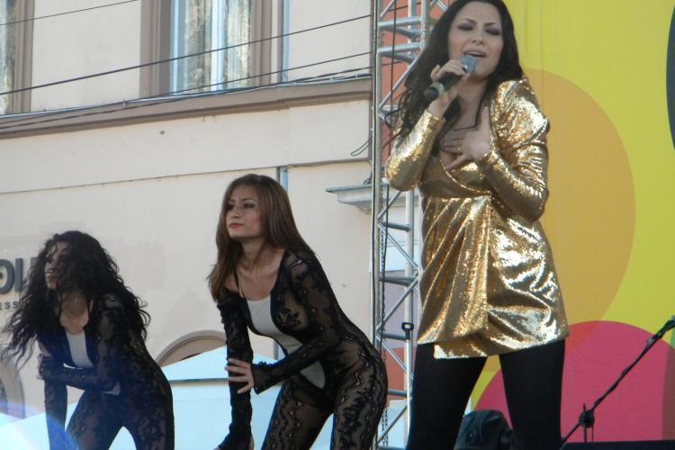 Andra, mai sexy ca dansatoarele ei, la primul concert dupa ce a nascut VEZI Galerie FOTO