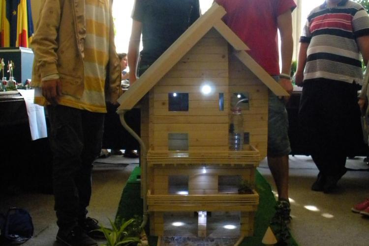 Casa ecologica a fost creata de un grup de elevi din Cluj-Napoca. VEZI cum functioneaza VIDEO