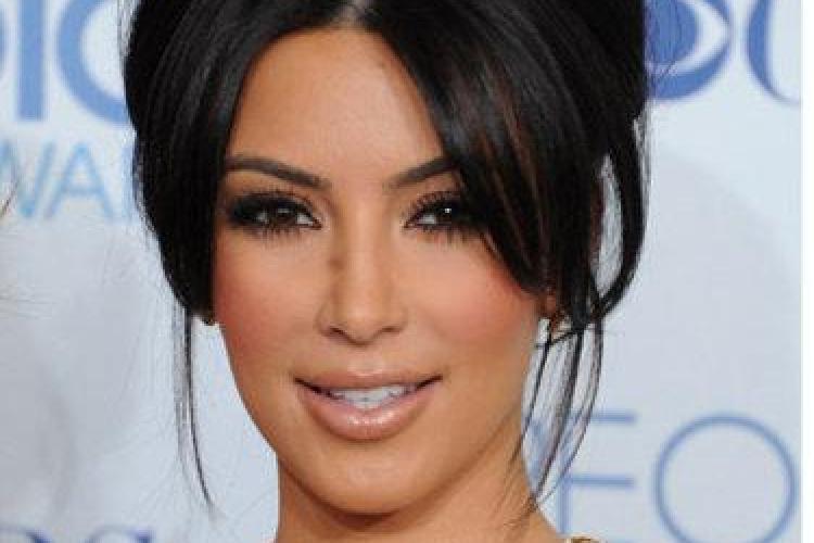 Kim Kardashian s-a logodit cu jucatorul de baschet Kris Humphries