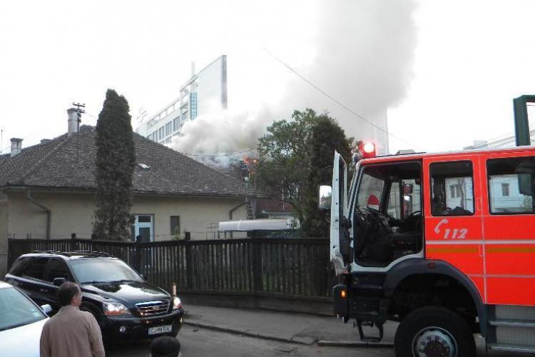 Incendiu pe strada Oasului! Pompierii intervin cu mai multe autospeciale