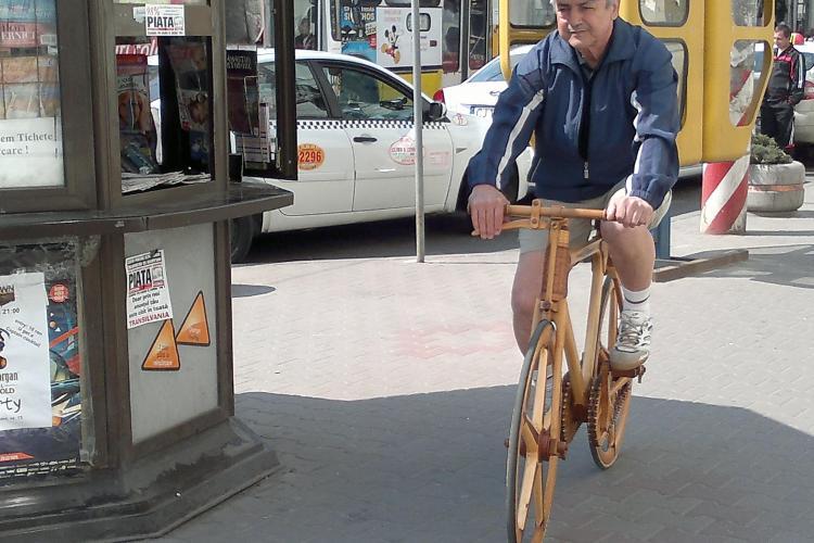 Clujeanul Sandor Czirjak, creatorul primei biciclete de lemn din Romania, erou intr-un documentar Discovery FOTO
