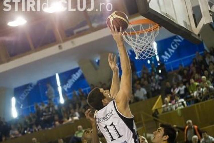 Ecran gigant pe platoul Salii Sporturilor pentru suporterii care vor sa vada sambata meciul CSU Ploiesti-U Mobitelco