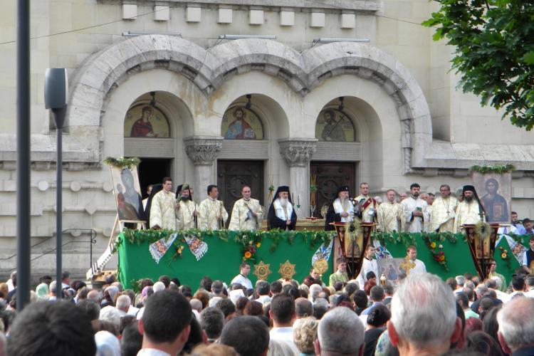 Cluj: De Rusalii, mii de credinciosi au participat la o procesiune religioasa prin centrul orasului VIDEO si FOTO
