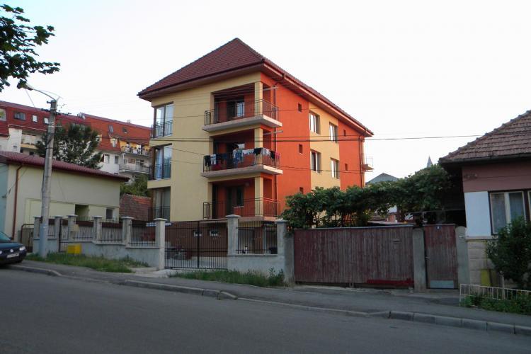 Senatorul Marius Nicoara acuza Primaria ca vrea sa reautorizeze un bloc construit ilegal pe strada Viilor nr. 16 FOTO