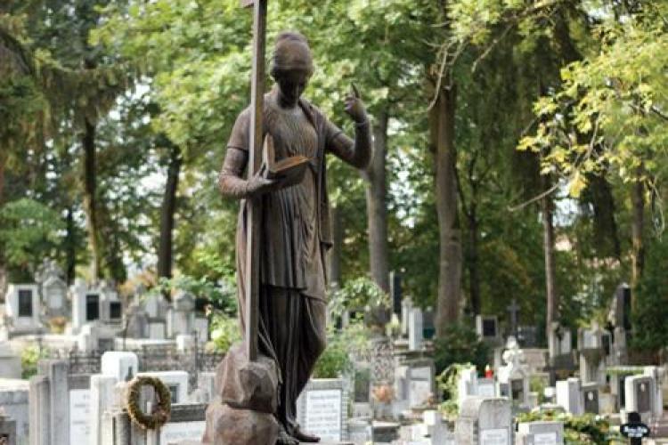 Morminte maghiare stropite cu ulei ars in Cimitirul Central