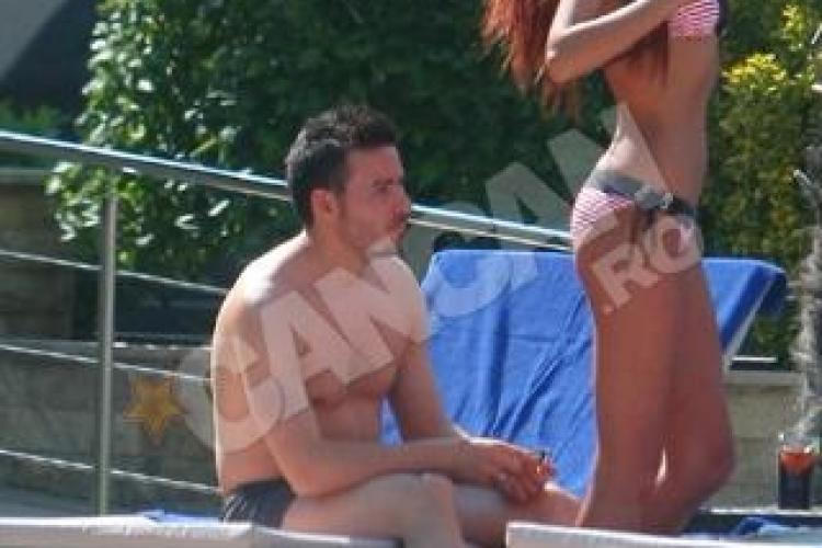 Jucatorul Universitatii Cluj, Adrian Cristea, s-a racorit cu Bianca Dragusanu la piscina - FOTO