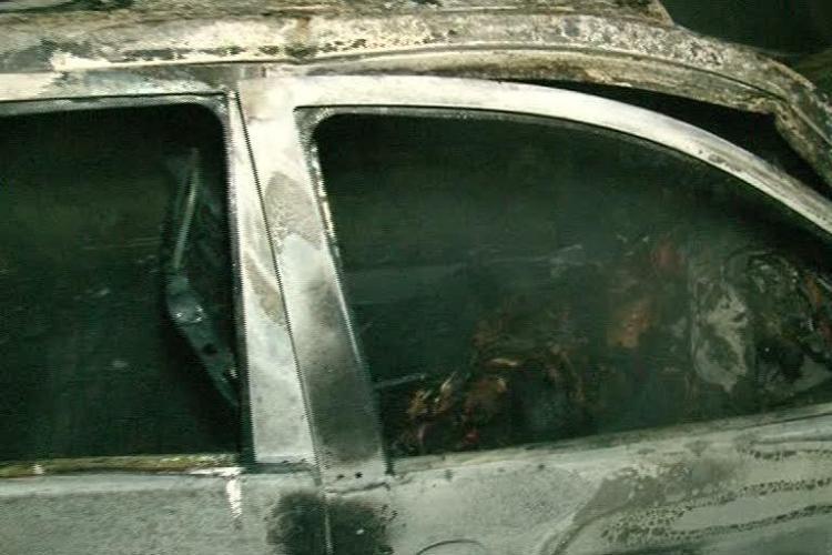Un tanar de 18 ani a ars azi-noapte de viu in Fauresti, dupa ce masina in care se afla a luat foc! IMAGINI SOCANTE