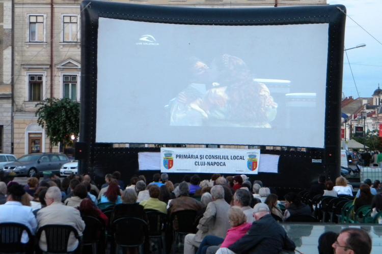 Opera Tosca, urmarita de circa 200 de clujeni in Piata Unirii VIDEO si FOTO