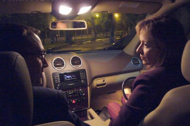 TIFF 2011: Teatru jucat in masina pentru 70 de lei reprezentatia VIDEO