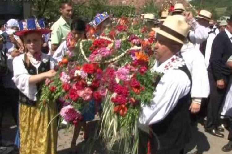 Impanatul Boului de la Batin, o traditie straveche care aduna zeci de turisti langa Dej VIDEO si FOTO