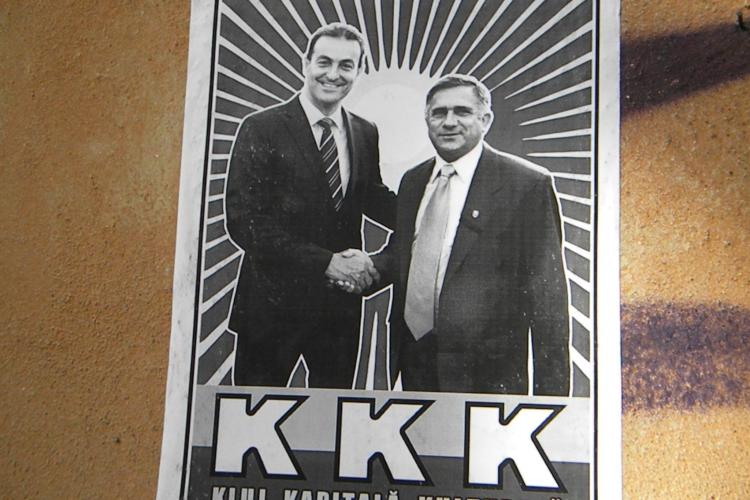 Afise impotriva primarului Sorin Apostu, lipite in centrul Clujul: KKK - KLUJ KAPITALA KULTURALA VEZI FOTO