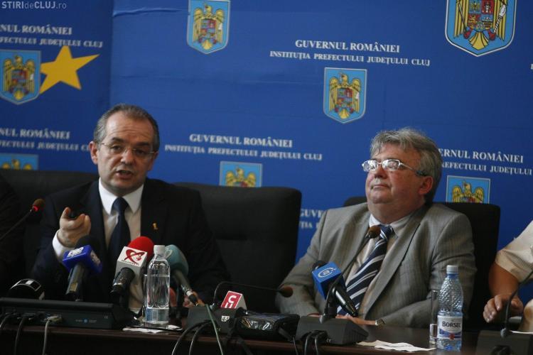 Prefectul Florin Stamatian a adormit in timpul discursului sustinut de Emil Boc la Cluj - VIDEO