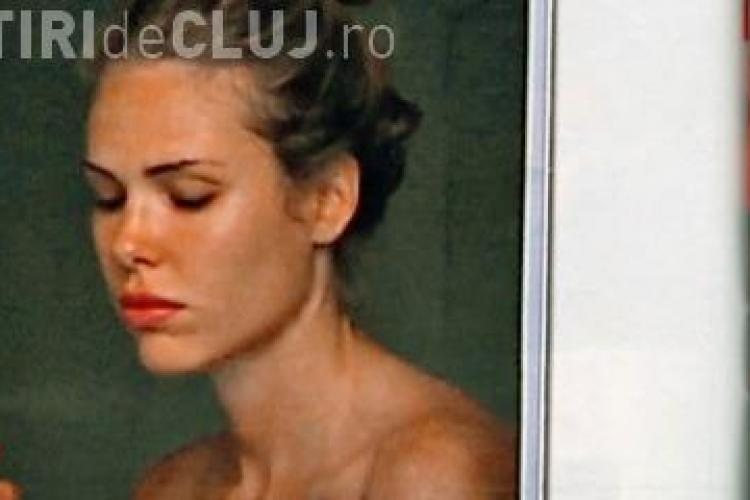 Ilary Blasi, sotia capitanului de la AS Roma, Francesco Totti, surprinsa goala la fereastra - FOTO