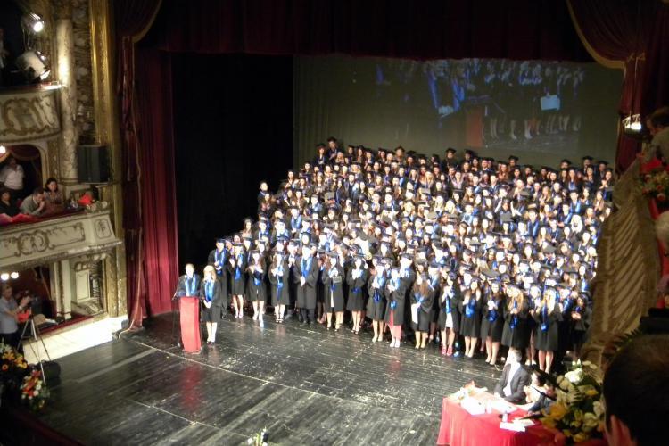 Absolventii de Drept din Cluj si-au tinut cursul festiv la Teatrul National VIDEO si FOTO