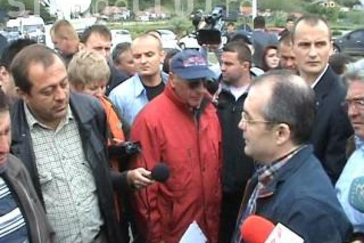 Emil Boc le cere subcontractorilor neplatiti de Bechtel sa faca presiuni asupra companiei americane - VIDEO