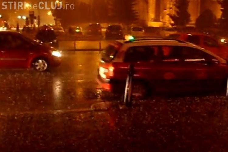 """""""Potopul"""" din Cluj-Napoca postat pe YouTube. Vezi cum a plouat pe strada Piesiza si in Piata Unirii VIDEO"""