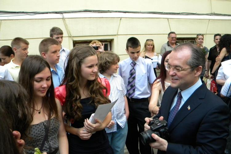 Vezi ce note a obtinut la Evaluarea Nationala fiica cea mare a premierului, Cezara Boc