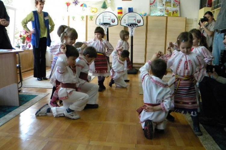 "Educatoarea de la gradinita ""Mica Sirena"", care i-a pus pe copii sa danseze pe Imnul PDL, premiata"