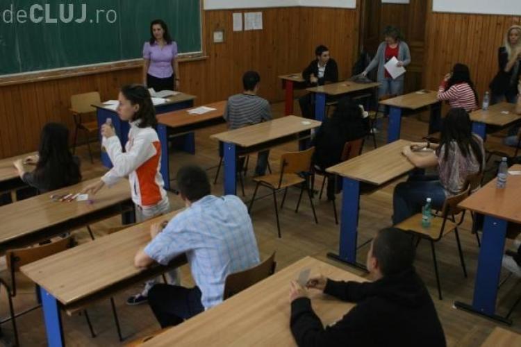 BAC Cluj: Trei elevi au copiat si au fost eliminati la Bacalaureat. VEZI ce tehnici au folosit