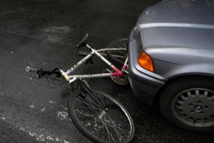 Biciclist accidentat pe strada Frasinului