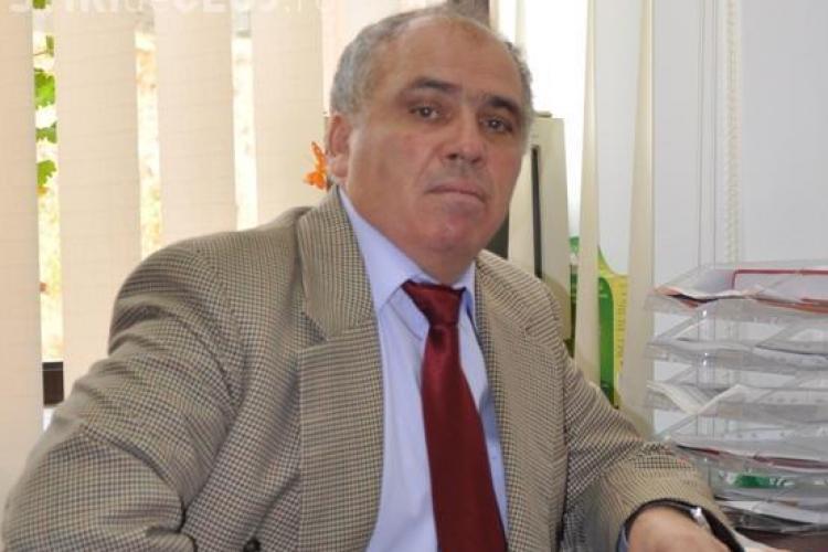 Profesorul Ilie Parpucea isi facea de cap intr-o camera din caminul Economica 1 primita ilegal! Administratorul si-a dat demisia