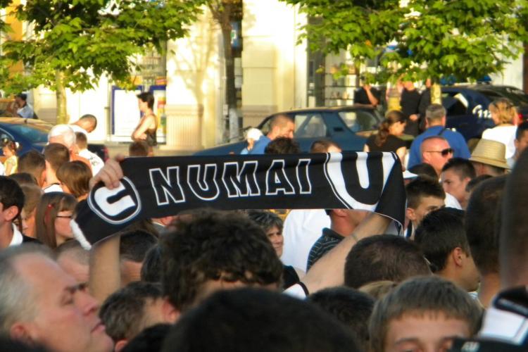 Noul U Cluj, prezentat in Piata Unirii! Fanii au creat o atmosfera incendiara VEZI CEREMONIA DE PREZENTARE A LOTULUI U CLUJ VIDEO