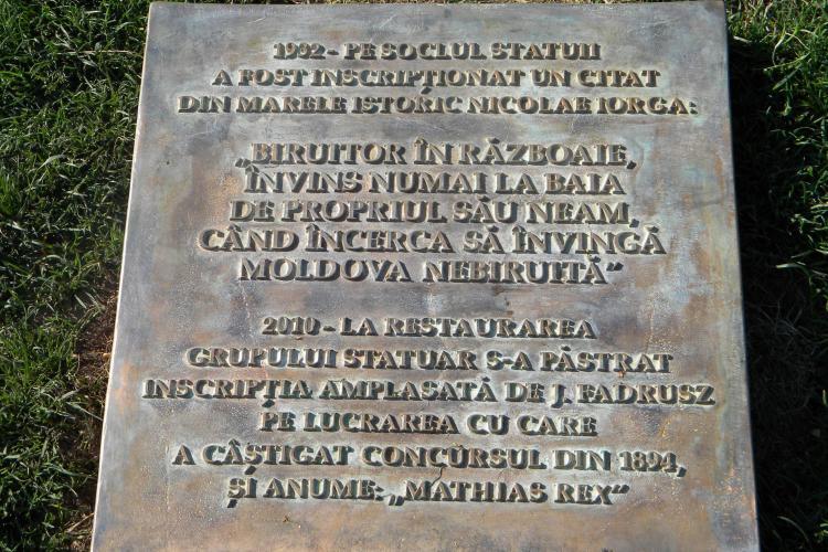 Kelemen Hunor a depus o plangere penala impotriva celor care au amplasat placuta in fata statuii lui Matei Corvin