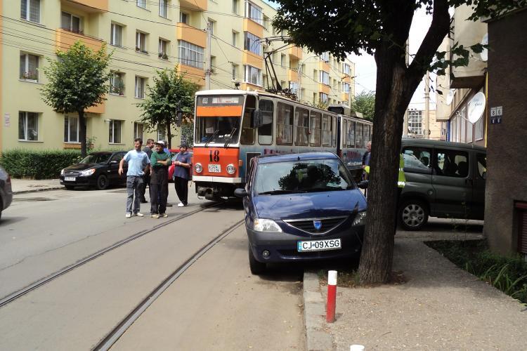 Cum a blocat un sofer circulatia tramvaielor din Cluj-Napoca FOTO