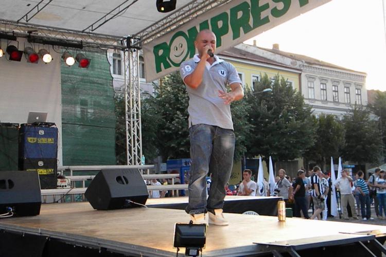 """Puya a cantat inainte de prezentarea lotului de la U Cluj! Fanii au raspuns: """"M..e CFR! m..e CFR!"""" VIDEO si FOTO"""