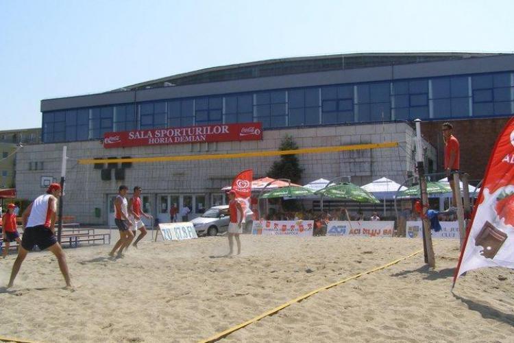 25 de echipe se intrec la prima editie a Campionatului national de beach volley de la Cluj