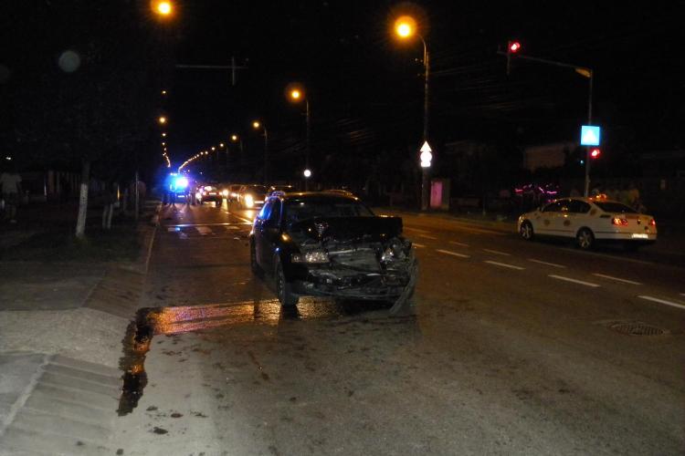 Accident pe strada Corneliu Coposu! O masina care statea la semafor a fost proiectata peste 100 de metri VIDEO si FOTO