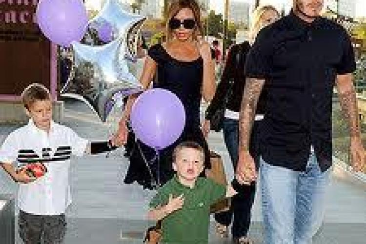 Victoria si David Beckham au o fetita, Harper Seven