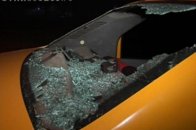 Un taximetrist de la Napoca Taxi, atacat de tigani cu bate si o bara de metal in zona Iris