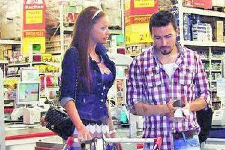 """""""Printul"""" Cristea si Bianca Dragusanu, la cumparaturi intr-un hipermarket din Cluj Galerie FOTO"""