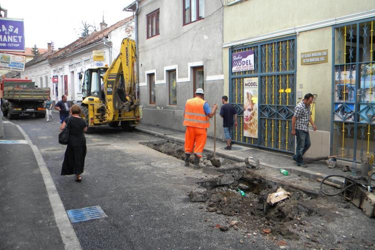 Strada David Ferenc, sparta fix dupa ce a fost asfaltata! De la vibratii conducta de apa a cedat FOTO si VIDEO