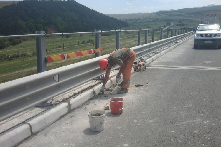 Dupa numai un an si jumatate, Bechtel schimba bordurile de pe Autostrada Transilvania, pentru ca au crapat  FOTO