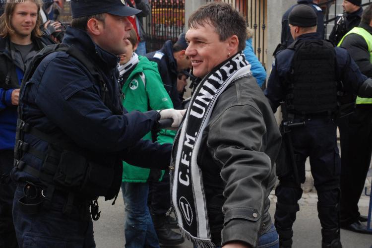 Incidente intre suporteri la Medias! Un fan U Cluj a fost agresat de sustinatorii Rapidului