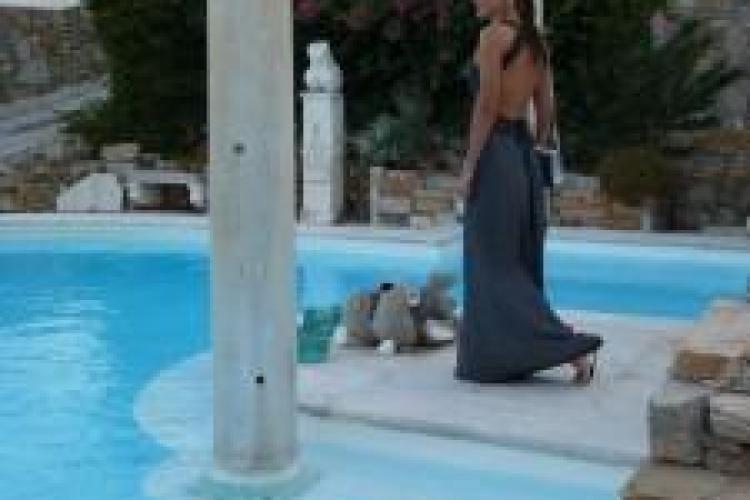 Carmen Bruma, sexy in concediu alaturi de Mircea Badea Foto