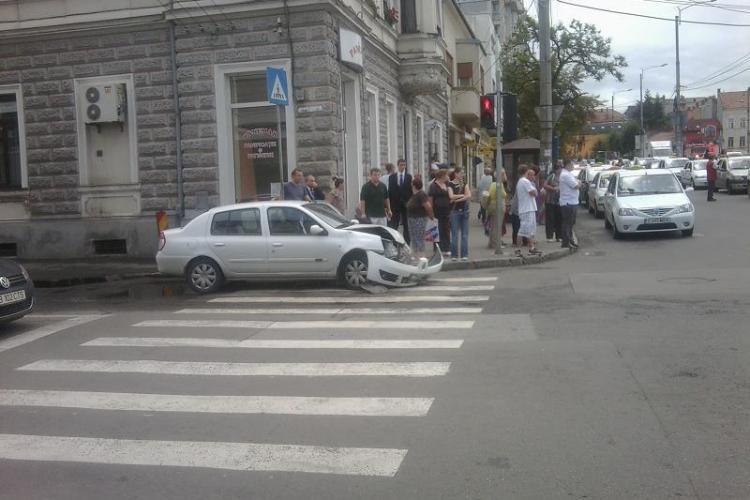 Accident in Piata Cipariu! Un autoturism s-a rasturnat VIDEO si FOTO