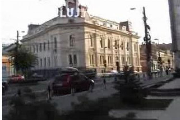 10 masini in 10 minute au intrat pe interzis pe cea mai circulata  strada din centrul Clujului, pentru ca soferii nu vad indicatoarele rutiere VIDEO