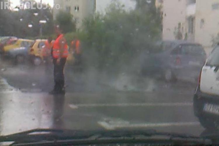 Asfaltarea se face pe ploaie, in Cluj-Napoca! Lucrarea a fost facuta la comanda Companiei de Apa Somes VIDEO Stirea cititorului