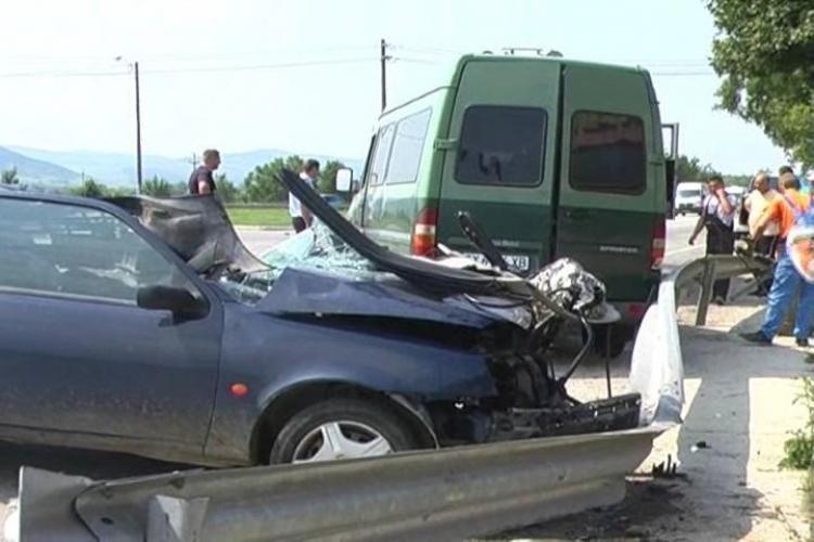 Un microbuz din Bulgaria implicat intr-un grav accident la intrarea in Gherla - FOTO si VIDEO
