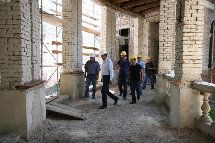 100 de banci si 11.000 de dale scoase din Parcul Central vor fi refolosite in alte parcuri din Cluj