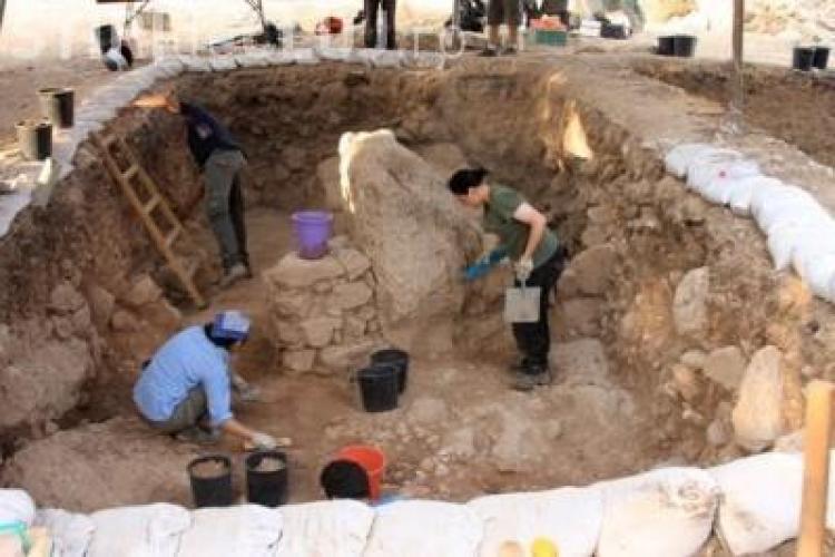Vestigii romane descoperite pe santierul viitorului Inspectorat Scolar Cluj. Lucrarile au fost sistate
