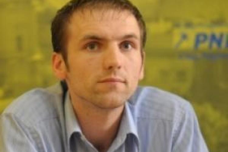 Tinerii liberali ii cer presedintelui Consiliului Judetean Cluj, Alin Tise, sa isi dea demisia in alb