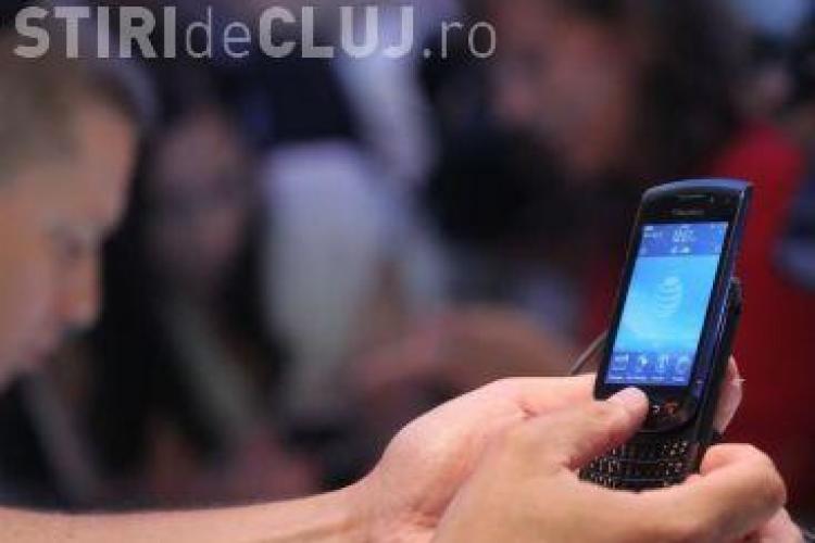 Somerii din Cluj si Alba primesc zilele viitoare 10.000 de telefoane si 10.000 de cartele de 5 euro VIDEO