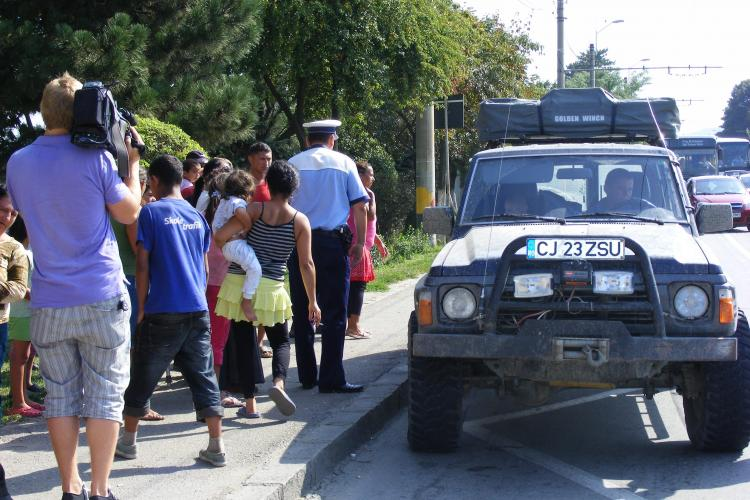 Accident langa Aeroportul Cluj! Doi romi au fost loviti pe trecerea de pietoni. Satra a sarit la scandal