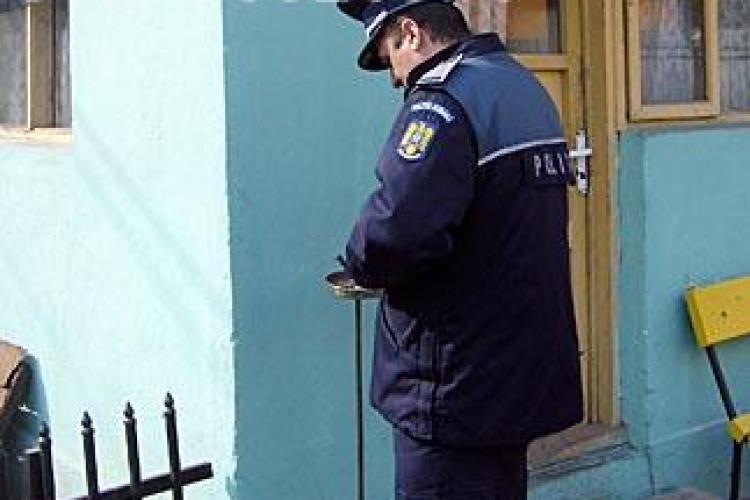 """Politist din Frata batut de un taran! Agentul si-a folosit pistolul, dar agresorul a fost pus la """"respect"""" de localnici VIDEO"""